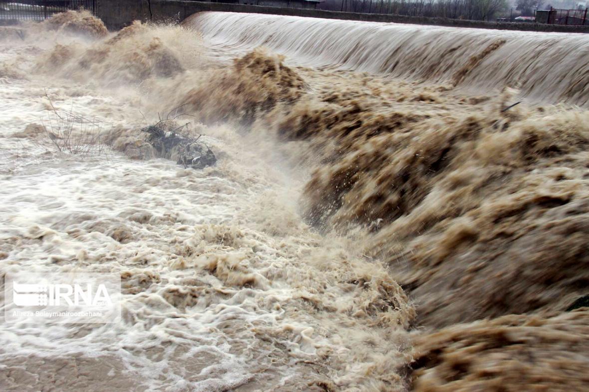 خبرنگاران مدیریت بحران البرز نسبت به سیلابی شدن رودخانه ها هشدار داد