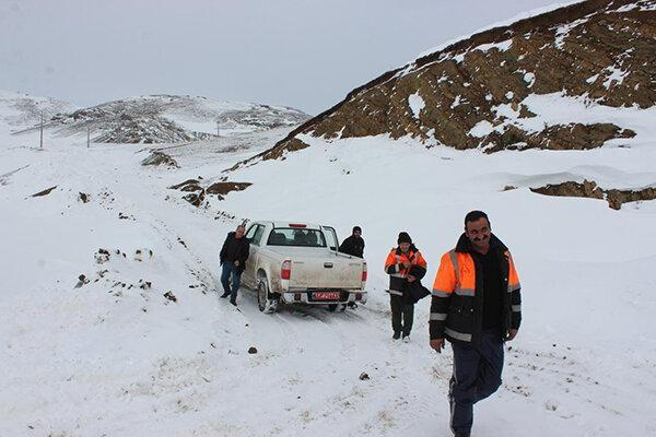 بارش برف بعضی محورهای خراسان شمالی را بست