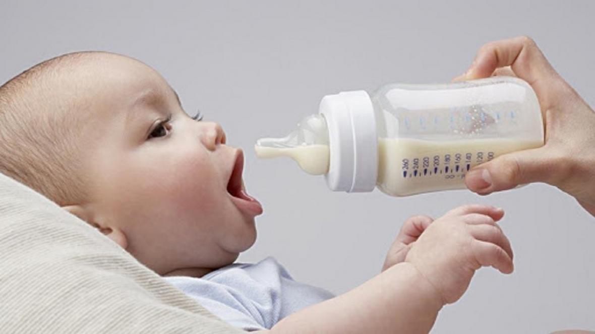 ویروس کرونا؛ آیا مادر می تواند به نوزادش شیر دهد؟