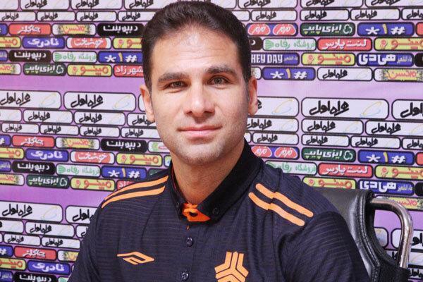 ابراهیم صادقی سرمربی تیم فوتبال سایپا باقی ماند
