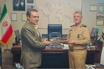 ملاقات مدیرعامل بانک ملت با فرمانده کل نیروی دریایی ارتش