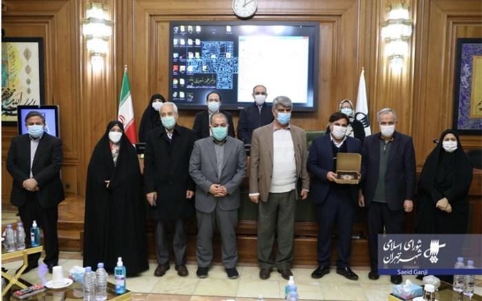 قدردانی اعضای شورای شهر تهران از معلم خیر خوزستانی