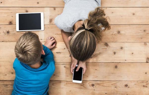5 فایده و 6 ضرر گوشی هوشمند برای بچه ها