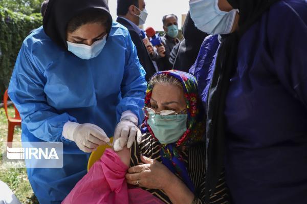 خبرنگاران سالمندان کرمانشاه در مقابل کرونا واکسینه می شوند